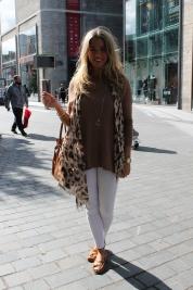 Jeans – Topshop Jumper – Primark Shoes – Dune Scarf – H & M Bag – Michael Kors